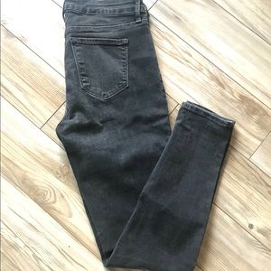 🐳Old Navy Mid Rise Rockstar Jeans